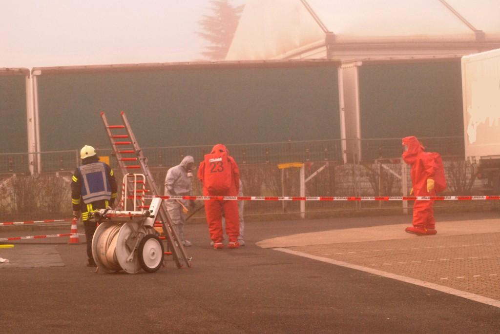 MG 20.11.14 Unbekannte Chemikalie löst Großeinsatz der Feuerwehr aus