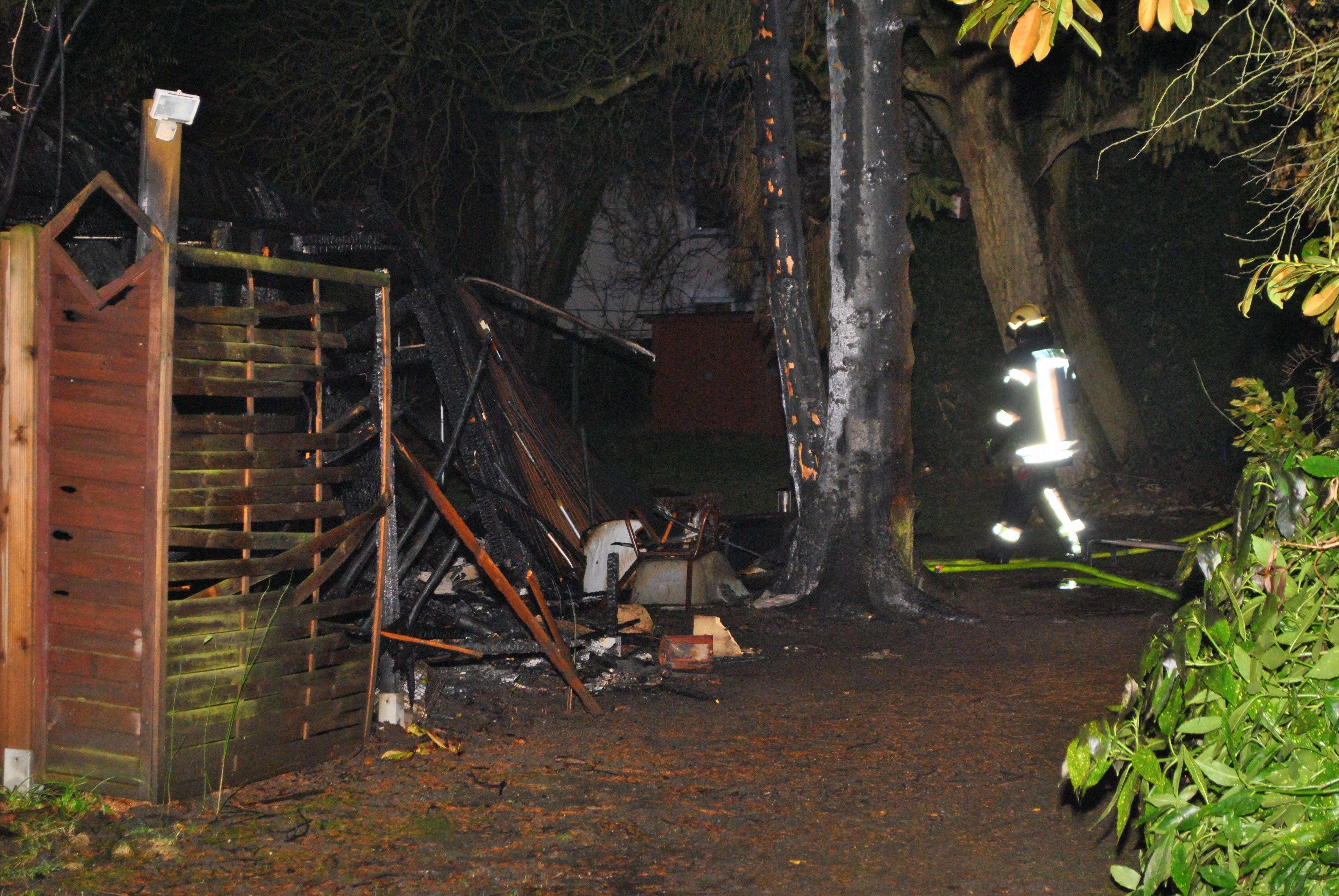 ehemalige kfz werkstatt und anbau wurden raub der flammen einsatzreporter niederrhein. Black Bedroom Furniture Sets. Home Design Ideas